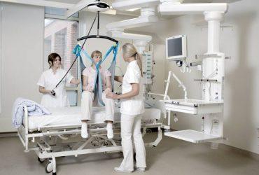 Luna – Sistem mobil de ridicare și transport pentru pacienții imobilizați, cu montare pe tavan